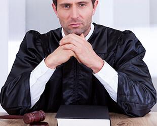 Choisir le bon avocat