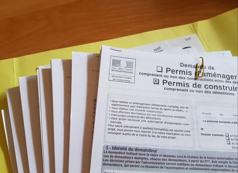 PERMIS DE CONSTRUIRE ET DEMOLITION : Pour reconstruire à l'identique il faut un permis de construire (Cour de cassation, Chambre criminelle, 7 novembre 2017, N° 16-87.303, rejet)
