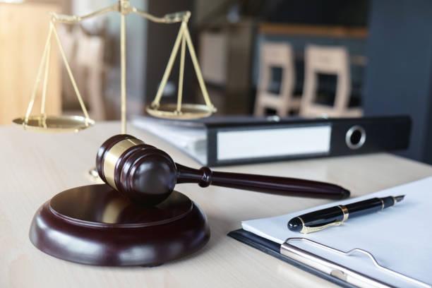 Comment faire pour avoir un avocat avec l'aide juridictionnelle?