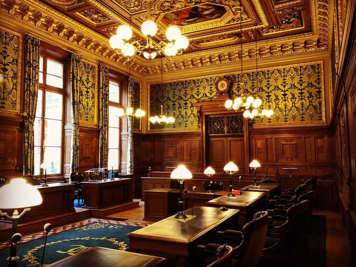 La compétence du juge répressif français par indivisibilité avec une infraction fondée sur la compétence personnelle de la loi pénale française.
