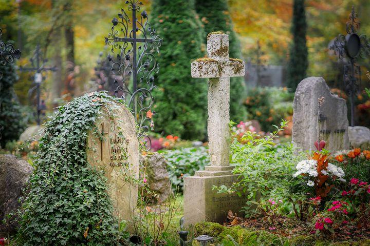 Organisation des obsèques : que prévoit la loi ?