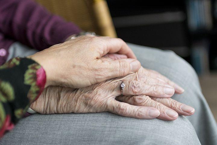 Covid 19 - Le Défenseur des droits lutte contre les discriminations à l'encontre des personnes âgées