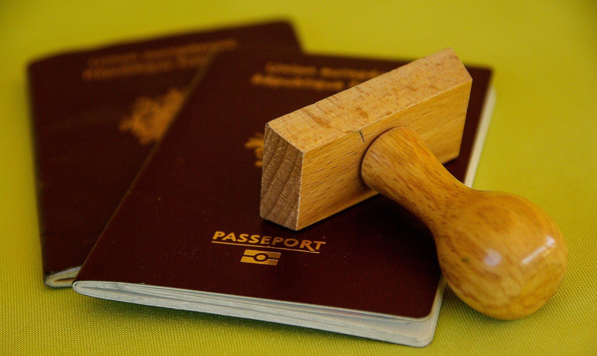 L'obligation de détenir un passport pour demande un titre de séjour