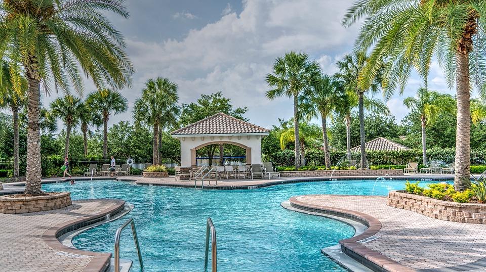 Une piscine peut être considérée comme l'extension d'une construction d'habitation