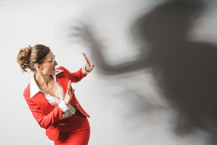 La lutte contre les violences sexuelles et sexistes : focus sur la lutte contres les nouvelles formes d'agression issues de l'Internet et des réseaux sociaux