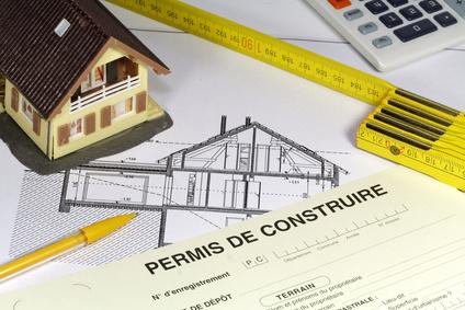 L'achèvement d'une construction ne fait pas obstacle à la régularisation du permis de construire l'ayant autorisée.