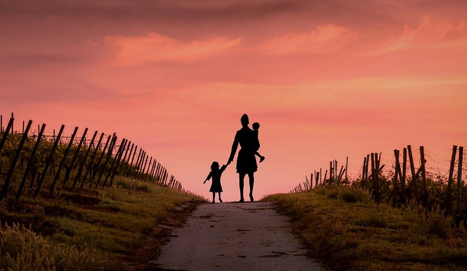 DIVORCE : partir vivre dans un lieu éloigné avec vos enfants – résidence alternée ou résidence au domicile d'un des parents ?