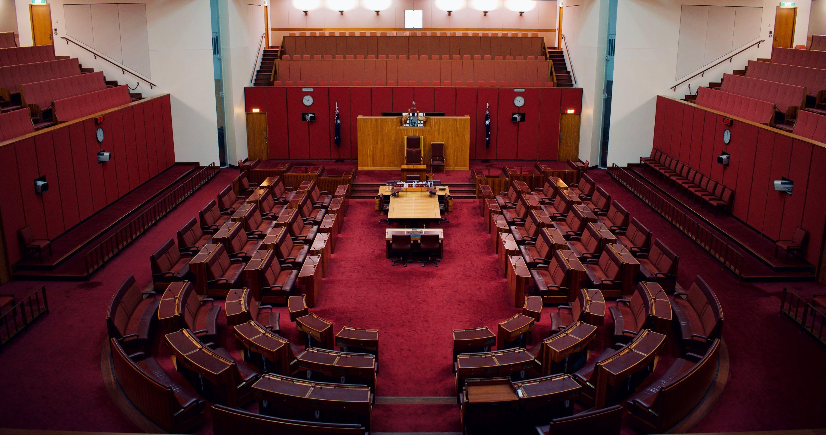 L'absence de signification de l'annexe contenant les chefs de la décision critiquée n'entraîne pas à la caducité de la déclaration d'appel