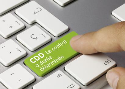 Un CDD conclu afin de remplacer un salarié, doit comporter le nom et la qualification du salarié remplacé