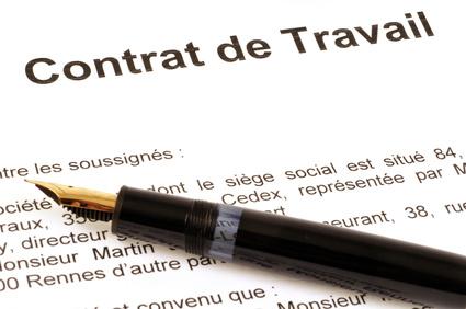 Un employeur peut-il refuser d'exécuter un contrat de travail en raison d'une clause de non-concurrence liant le futur salarié ?