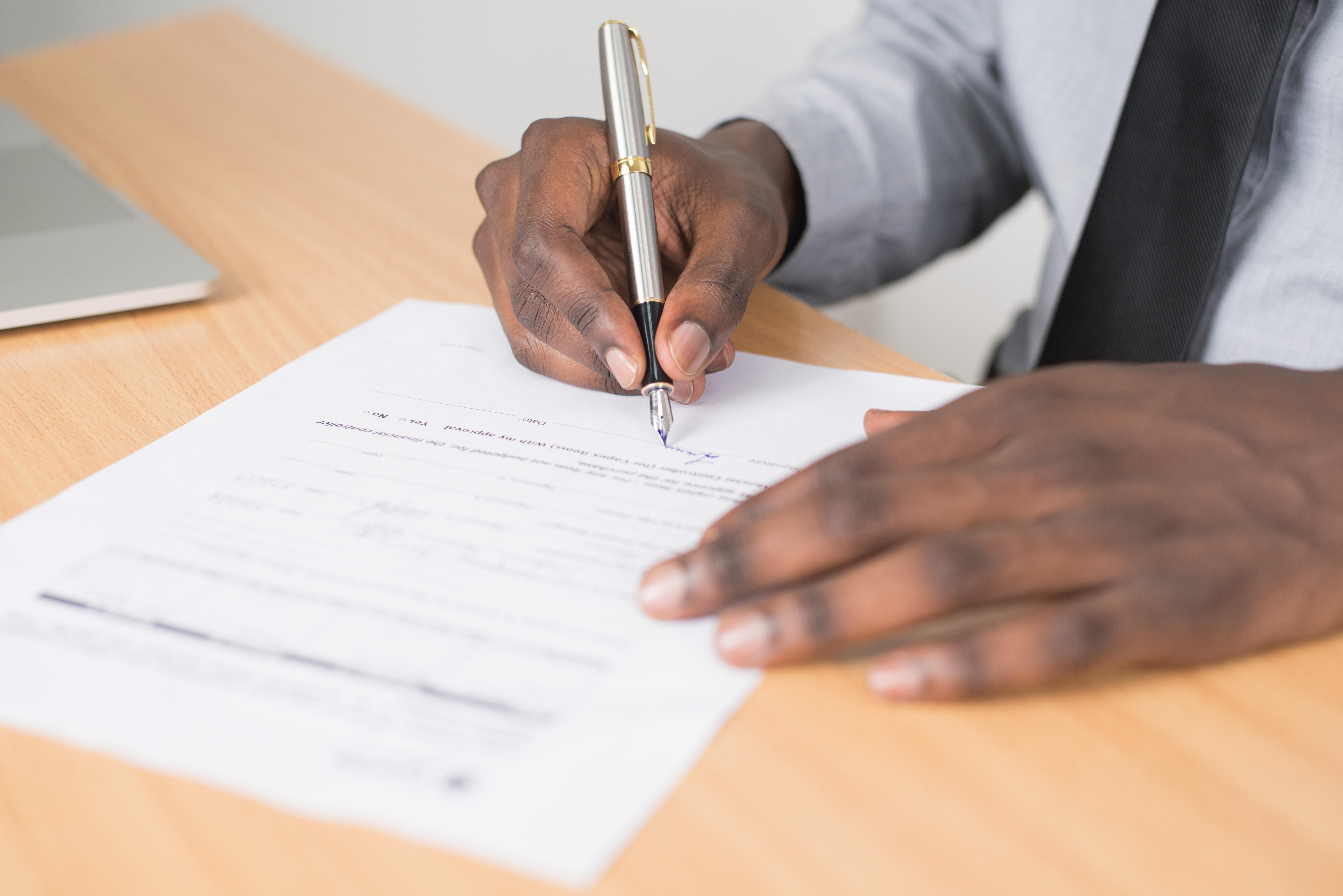 Que faire si un salarié refuse de signer son CDD ?