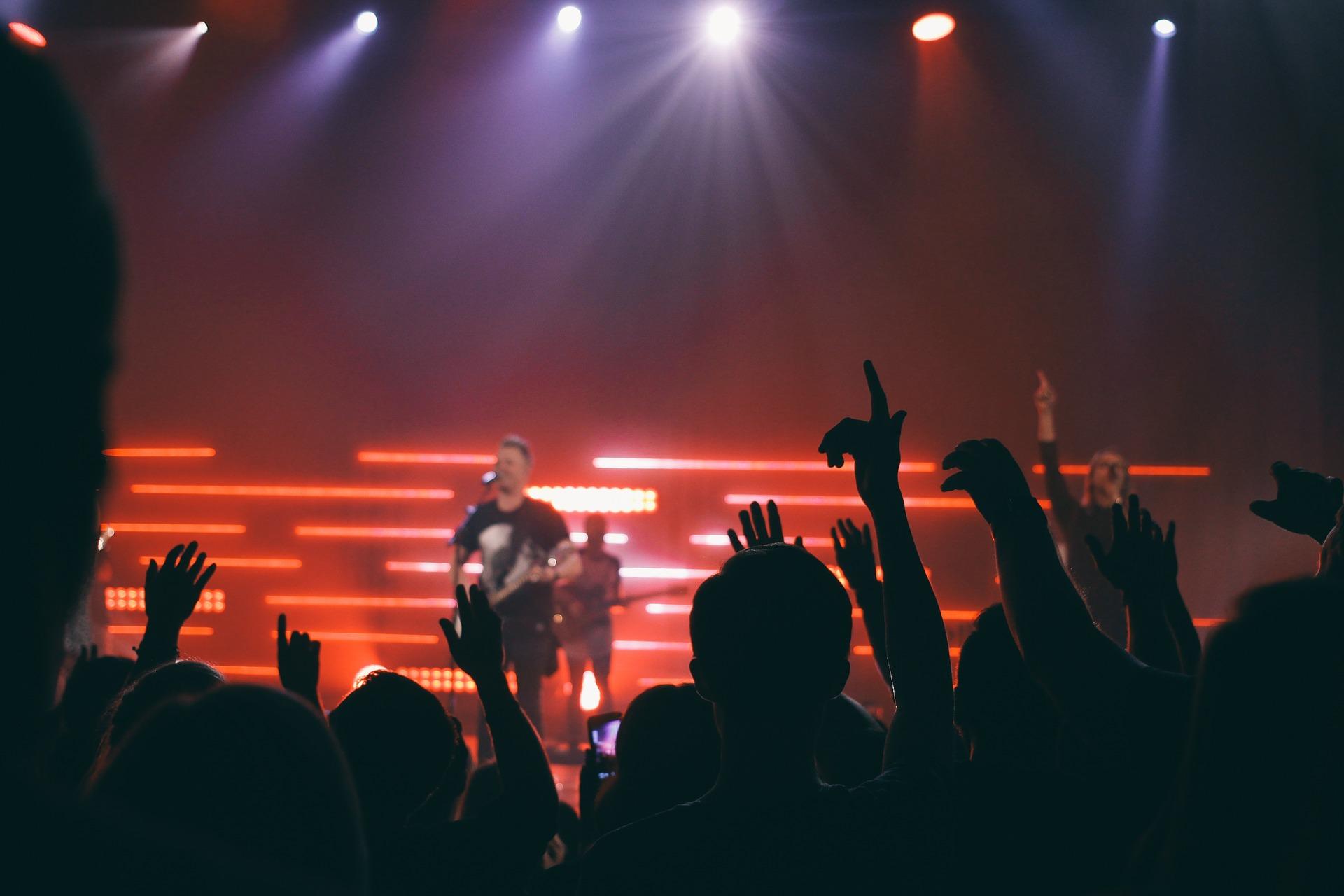 Les règles de rupture anticipée du CDD concernent aussi les groupes de rock