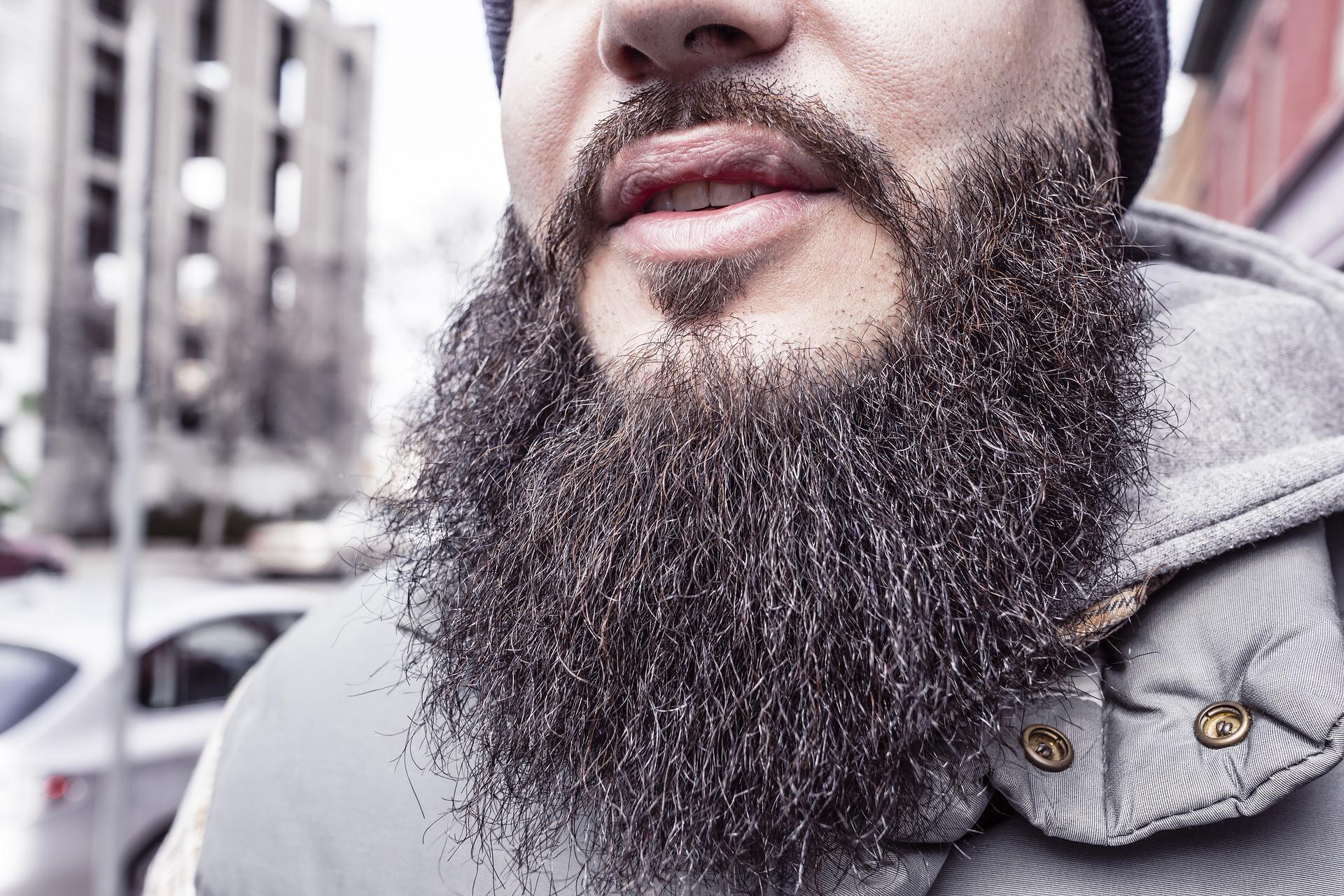 Les salariés sont-ils tenus de porter une barbe neutre ?