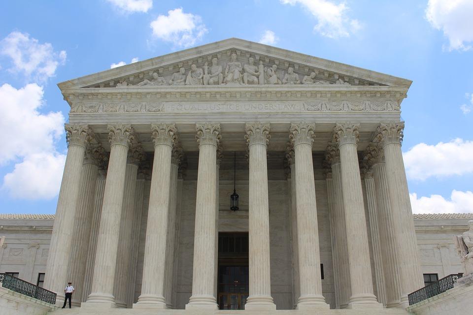 Audiences administratives : la parole doit être donnée au requérant présent sans son avocat