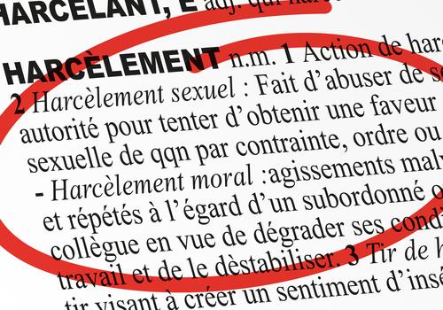 HARCELEMENT MORAL DE L'AGENT: IL N'EST PAS NÉCESSAIRE DE DÉMONTRER UNE FAUTE IMPUTABLE A L'ADMINISTRATION