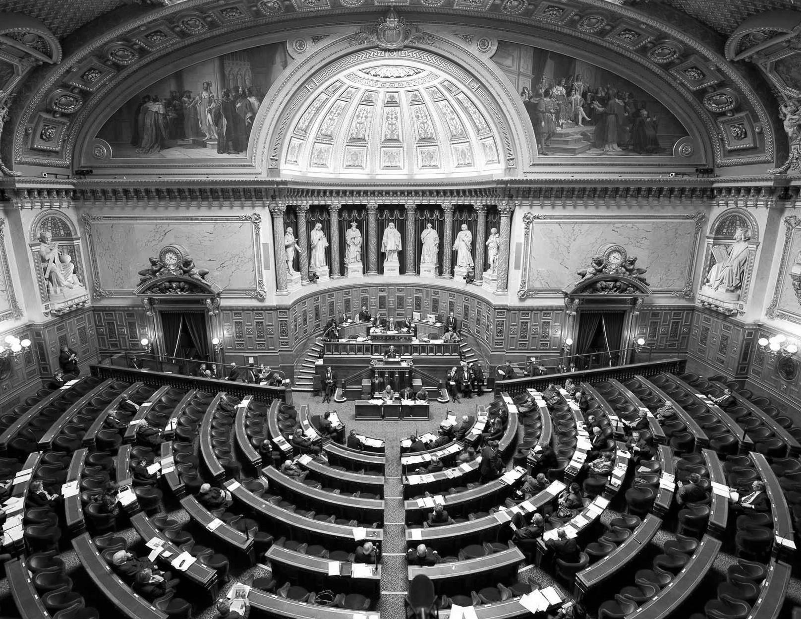 Députés et sénateurs, des employeurs comme les autres ?