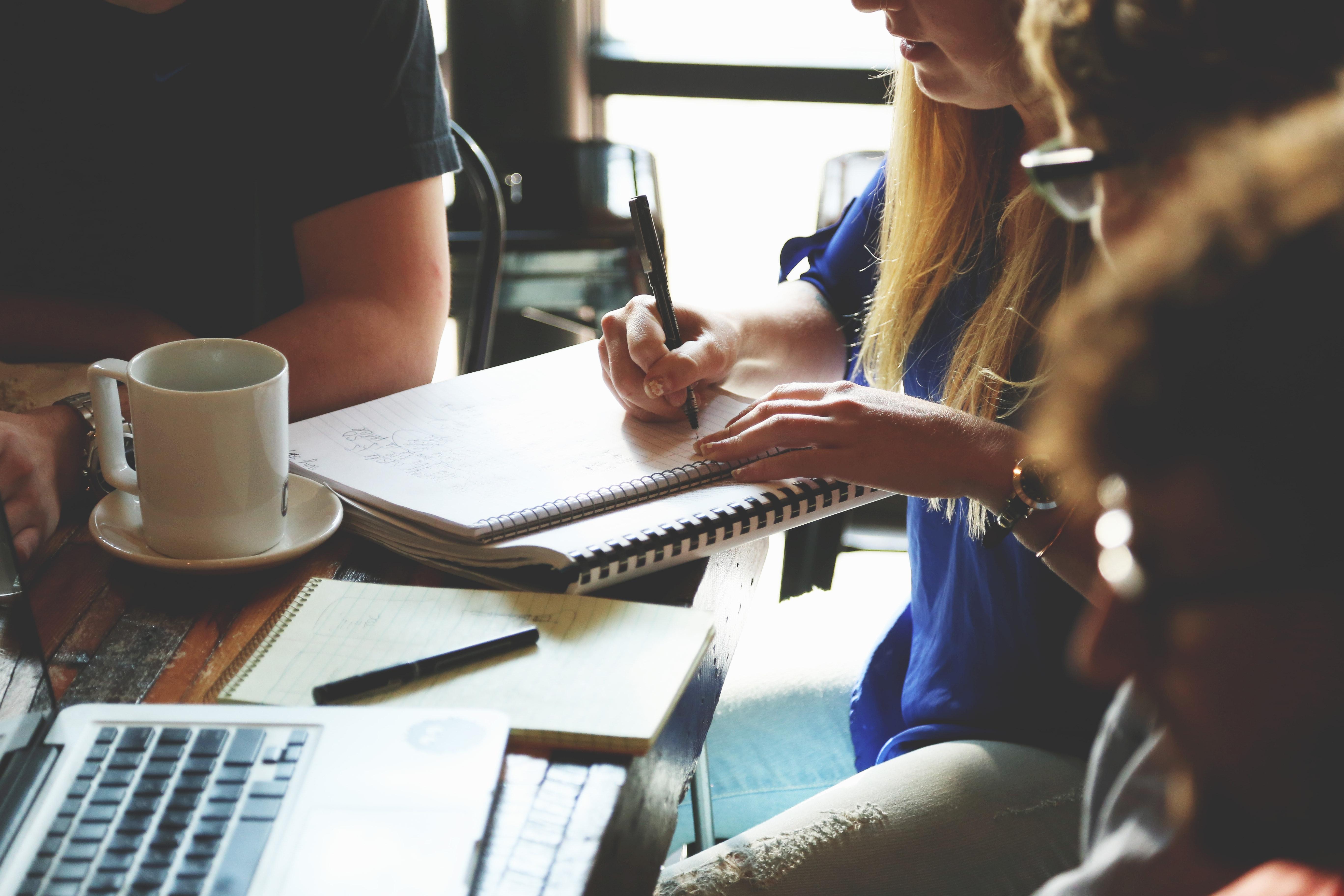 Important : De nouvelles conséquences en matière d'obligations déclaratives de l'activité des conjoints et partenaires de Pacs exerçant dans l'entreprise