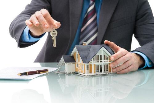 Agent immobilier et mandat de vente : le guide juridique pour les propriétaires