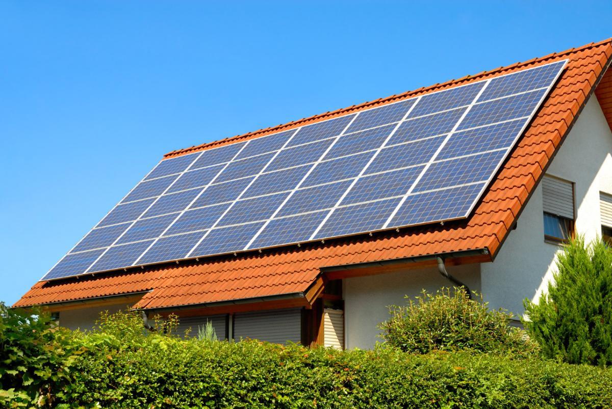 Vente de panneaux solaires ou d'éoliennes : attention aux arnaques !